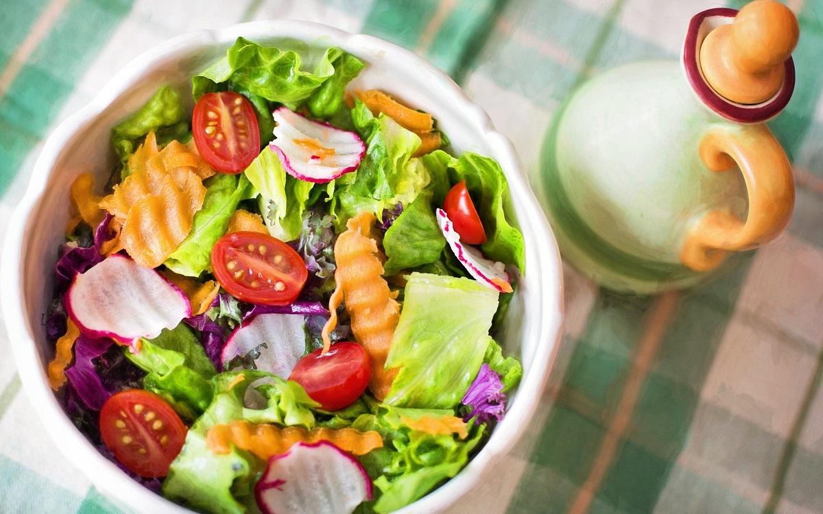 Comer alimentos saudáveis é melhor que fazer dieta